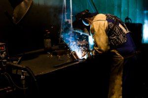 重量鉄骨-溶接工