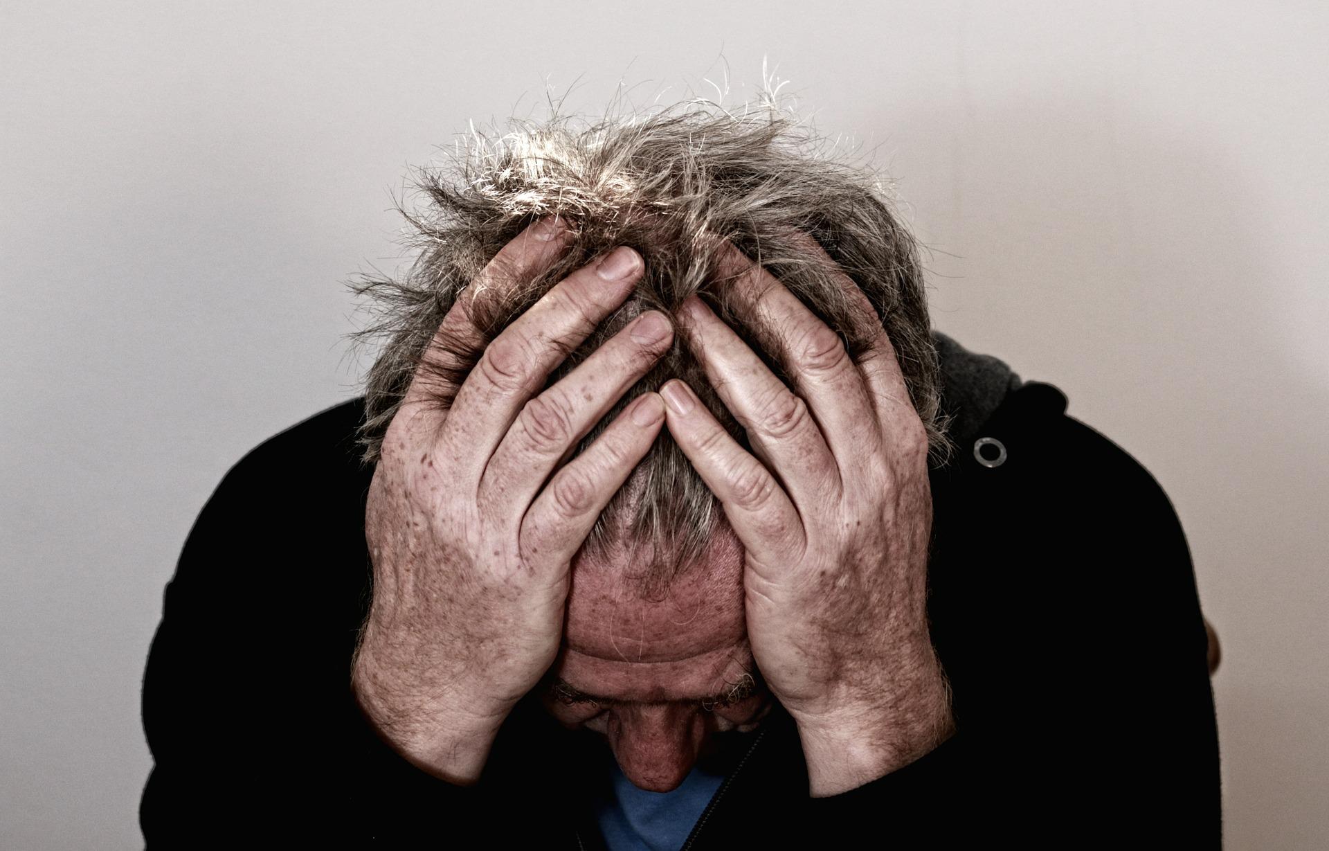 最近、透析中から続く頭痛に悩んでいます