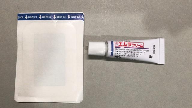 穿刺ヶ所にエムラクリーム(外用局所麻酔剤)