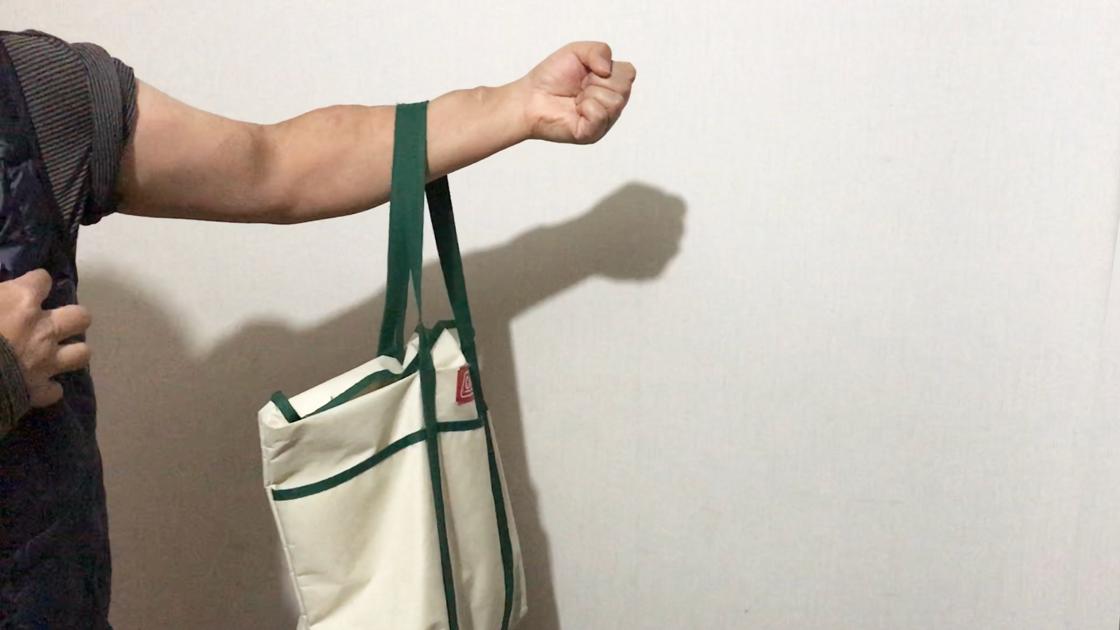 シャント腕に鞄やビニール袋などをぶらさげること